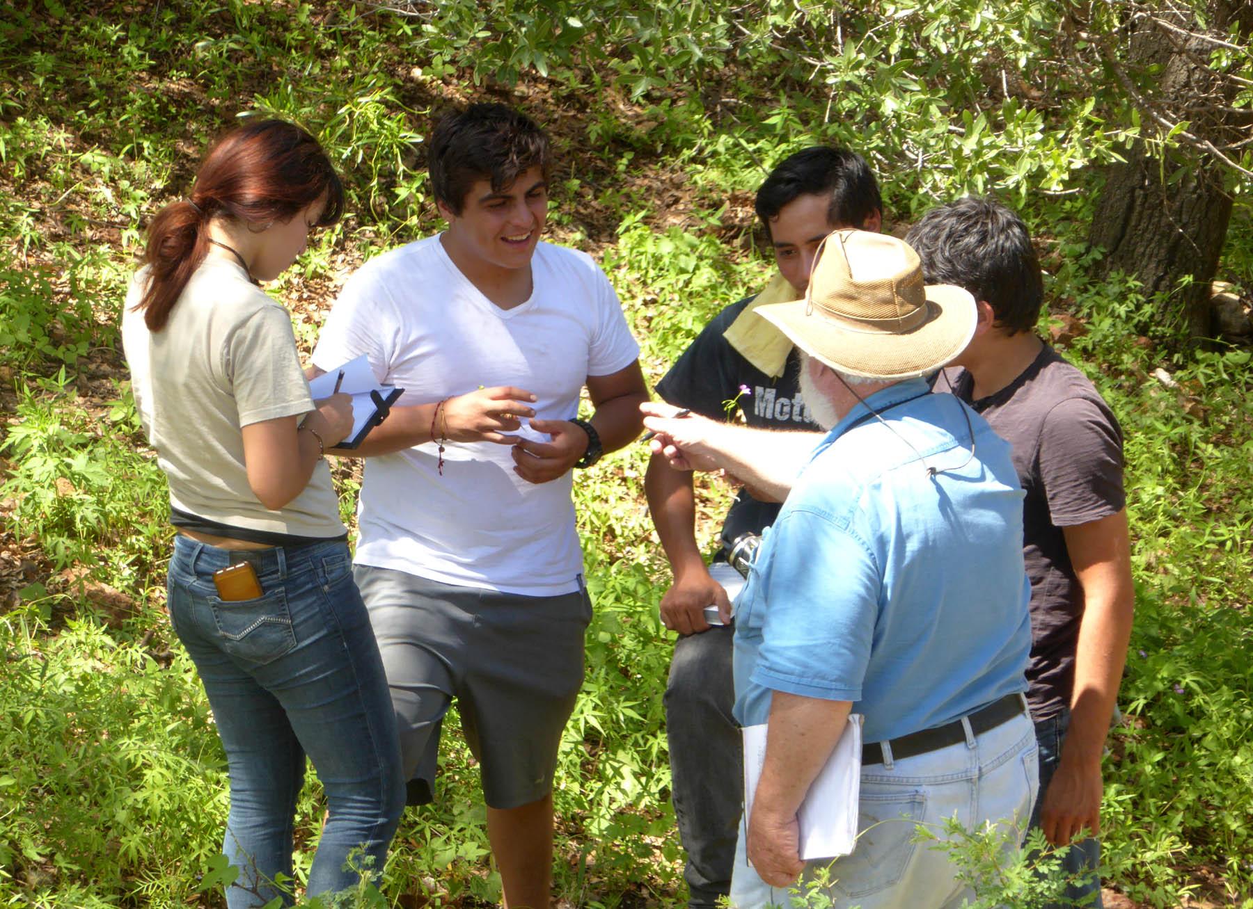 Tom & students-ALReinaG-SJuriquipa-Aug17-1a