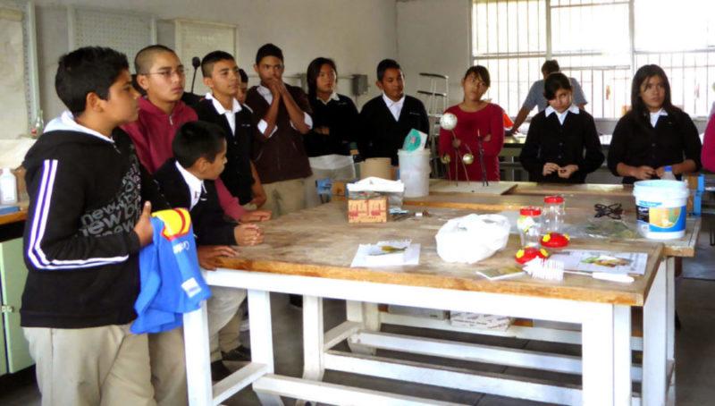 students-lab-ALReina-G-Col.-Morelos-Apr1611a-e1486422167877
